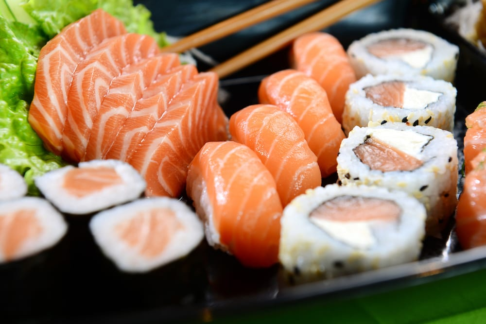 what is the difference between sushi and sashimi