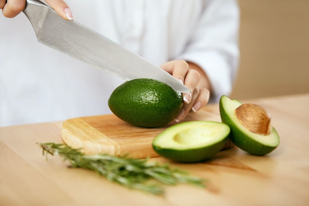 how to cut avocado for sushi