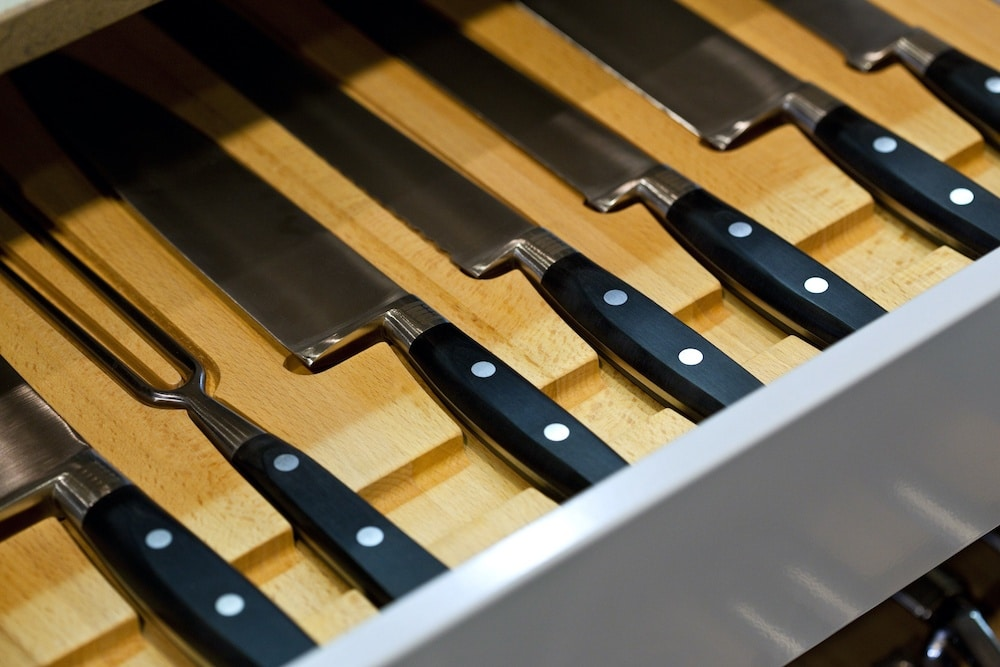 best way to store kitchen knives